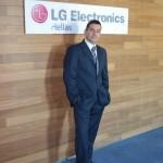 Ο επικεφαλής του τμήματος κινητής τηλεφωνίας της LG Electronics στην Ελλάδα, Δημήτρης Βάθης.