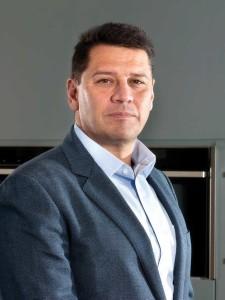 Ο Πρόεδρος διοικητικού συμβουλίου, Διευθύνων Σύμβουλος και Γενικός Διευθυντής της διεύθυνσης πωλήσεων, marketing & customer service στην BSH Οικιακές Συσκευές Α.Β.Ε., Γιάννης Γρατσώνης.